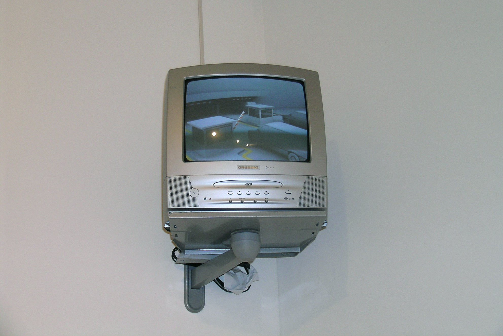 """Loading, video SD, 4/3, 576i, 42"""", loop, 2006, in collaboration with Swann Thommen"""