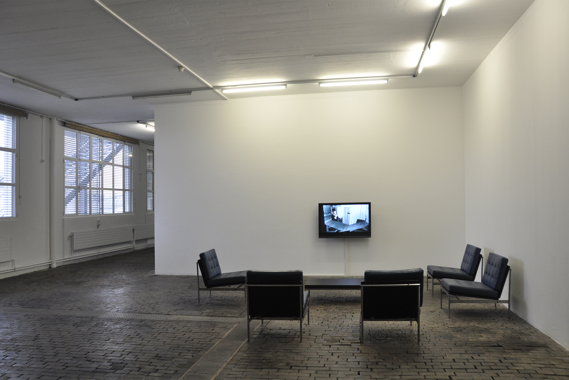 "Expanded Play Time, video installation SD, 16/9, 576i, 4'57"", 2004, in collaboration with Swann Thommen"