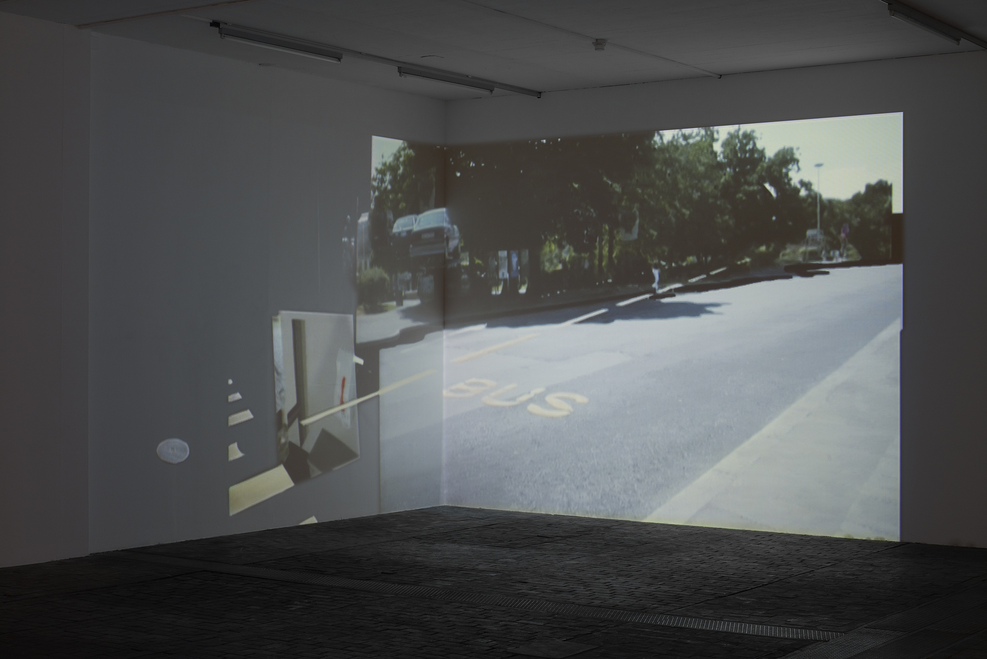 Circus, video installation SD, 4/3, 576i, 2 angled projections, 5'23'', loop, 2004, in collaboration with Swann Thommen, © David Gagnebin-de bons
