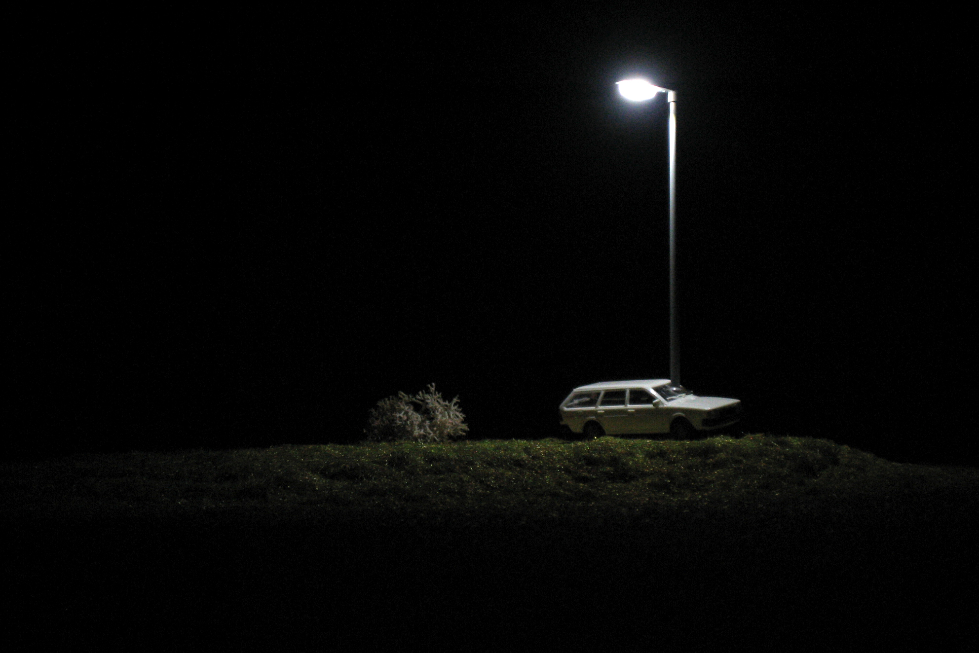 On the road again, installation, mix media, 10 x 20 x 20 cm / 230V, 2006, in collaboration with Swann Thommen